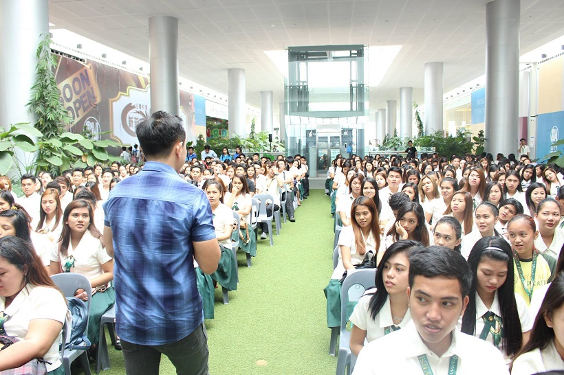 the-voicemaster-inspires-financial-management-students-at-the-jfinex-symposium-in-cabanatuan