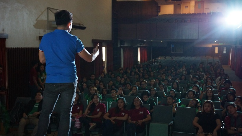 the-voicemaster-teaches-communication-skills-at-dlsu-aces-speak-up-seminar