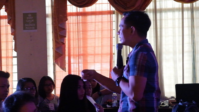 Filipino motivational speaker speaks about personal branding