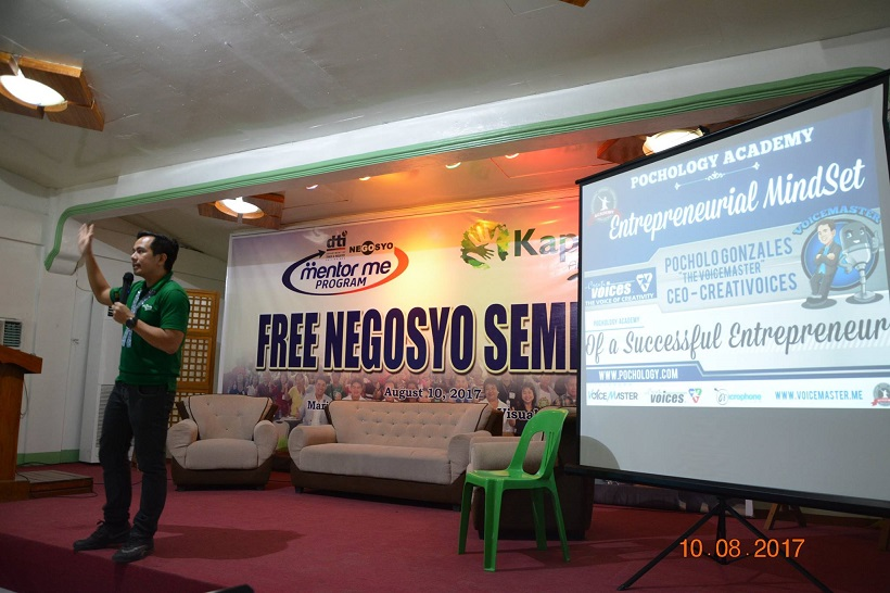 Filipino motivational speaker speaks at the DTI Mentor Me program in Marinduque