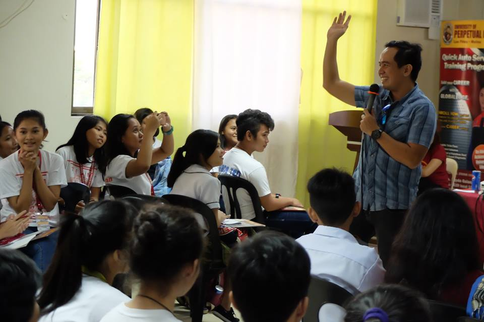 Filipino motivational speaker inspired attendees of Journalism Summit