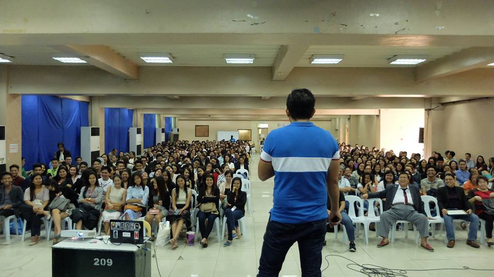 Filipino motivational speaker talks about entrepreneurial mindset to Business students and educators