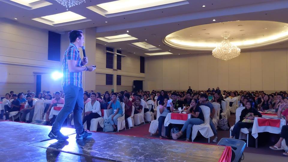 Filipino motivational speaker inspires the youth leaders of Davao City