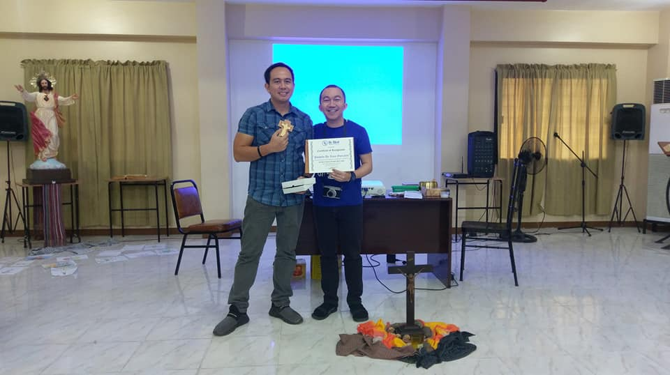 Filipino motivational speaker Pocholo Gonzales with Be Bles Founder Bryson Bonsol